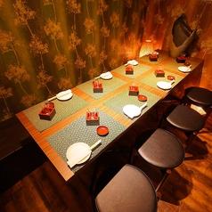 和を基調とした間接照明と、木のぬくもりを感じる落ち着いた雰囲気は、当店自慢の唐揚げをはじめとする創作料理にピッタリ。お料理に合う日本酒などのお酒も充実しております♪天王寺・あべの駅すぐの居酒屋をお探しなら、どうぞご利用ください。