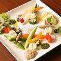 料理メニュー写真10種野菜の彩りバーニャカウダ