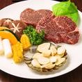 【和牛サーロイン】サーロイン(腰の上部からとれるお肉)は赤身肉の中に適度に脂が入り込み、赤身肉の凝縮した味わいも脂身のジューシーさも併せ持つ部位です。