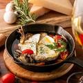 料理メニュー写真カマンベールのアヒージョ