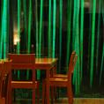 ディナータイムは窓一面に広がるタイトアップされた竹林が幻想的です。