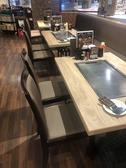 鉄板付のテーブル席は2名~8名迄ご利用いただけます。