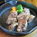 料理メニュー写真中落ちカルビのサイコロステーキ(100g)