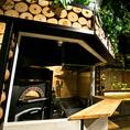 特注オーブンの奥に特別なカウンター席をご用意致しております 計6席