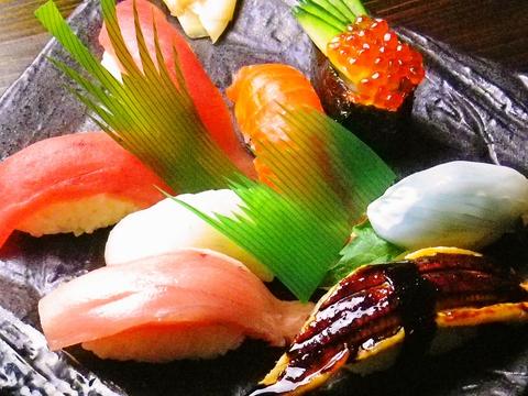 新鮮な活き造りや寿司が食べられるダイニング。仕出し弁当も対応している。