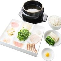 これぞ過橋米線の食べ方!伝統料理をご賞味ください♪