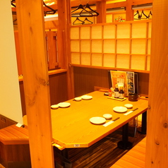 半個室空間にできるテーブル席。落ち着いてお料理を楽しめます。