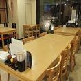 2階テーブル席は6名様もOK!人数に合わせてレイアウトしますので、気軽にお声かけください。
