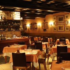 店内に飾られたアンティーク調の家具が、より一層ローマの雰囲気を漂わせます。