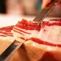 料理メニュー写真スペイン産ハモンセラーノ(生ハム切り落とし)