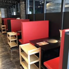 【4名様向けテーブル×4】お一人様からご利用いただけるテーブル席。ご家族様やデート利用にオススメです。