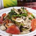 料理メニュー写真たっぷりきのこの和風サラダ