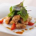 料理メニュー写真ハーブに軽く漬け込んだ若鶏の唐揚