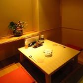 <2名席> お二人様でも完全個室。落ち着いた和モダンな雰囲気は、デートにももちろんお使いいただけます。