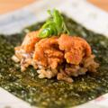 料理メニュー写真生ウニと焼き飯の海苔巻き[1貫]