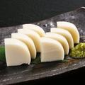 料理メニュー写真かまぼこ 山葵醤油漬け添え