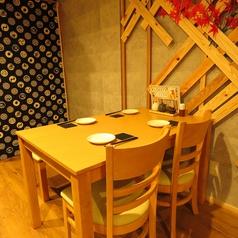 ゆっくり座れるテーブル席