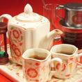 大人気のベトナムコーヒー★と華やかなハスのお茶。ベトナム現地の茶器セット(バッチャン焼き)でお持ちします♪