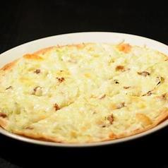 料理メニュー写真アンチョビとキャベツのピッツァ