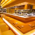 【オープンキッチン】ゆったりソファーチェアのカウンター席