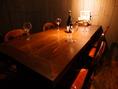 店内奥のテーブル席。会社宴会や少人数~大人数まで宴会が可能。