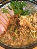 酸菜大骨頭/漬け白菜と骨付き豚肉鍋