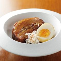豚バラ肉の角煮煮玉子添え