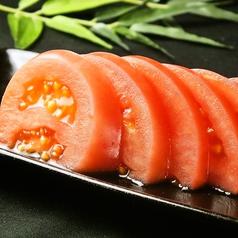 料理メニュー写真冷やしトマト(マヨネーズ・塩)/食物繊維のごぼうチップス