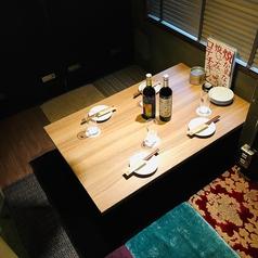 【2F】最大4名様までご利用いただける2階掘りごたつ個室。デートにもぴったり♪プライベートな空間で足を伸ばしておくつろぎ下さい。