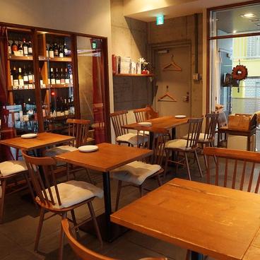 鶴見葡萄酒酒場の雰囲気1