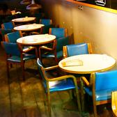 4~6名様でご利用頂けるテーブル席が6卓ございます。