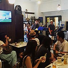 オキナワキッチンでは、ご来店いただくみなさまや地域のみなさまに、沖縄の風を楽しんでいただけるよう、定期的に琉球ライブなどのイベントを開催しています。