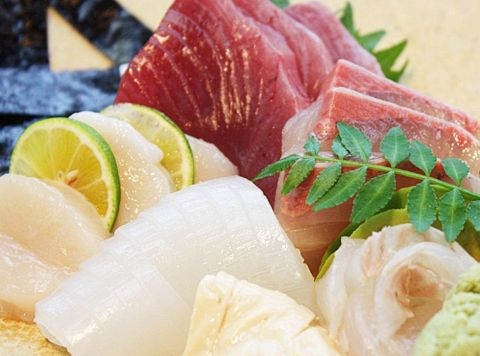その日の新鮮なものや旬のメニューを使った料理をお楽しみください。