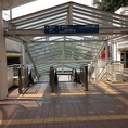 豊田市駅を出て左手にあるエスカレーターを降りて下さい。