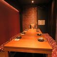 半個室は4名様×6テーブルご用意!つなぎ合わせれば最大24名様 約30名様までご収容頂けます♪ 宴会や飲み会に最適★