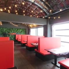 【8名様向けテーブル×6】団体様のご利用におすすめなテーブル席。飲み会や宴会にオススメです。学生様利用も大歓迎しております。