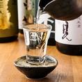 当店の地酒は杜氏さんがこだわりぬいた日本酒を取り揃えております。奥志摩自慢の地酒の数々の中から、ぜひお気に入りを見つけて下さい。その他、各種お飲み物も取り揃えております。