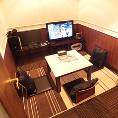 【ネットカフェ】(ファミリールーム)利用可能人数:2名様~4名様まで可能。ネットカフェとカラオケが一緒になった新感覚空間♪ネットやコミックはもちろん、カラオケもお楽しみいただけます!オートロック完備