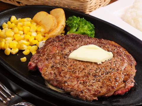 シンプルなステーキ。味付けはお好みでどうぞ♪