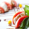 料理メニュー写真フレッシュトマトとモッツァレラチーズのカプレーゼ