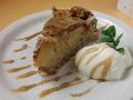 料理メニュー写真リンゴとクルミのケーキ