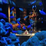 熱帯魚に囲まれた空間