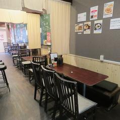 【テーブル席があります】7名テーブル1卓、4名テーブル2卓、2名テーブル2卓、1名テーブル1卓をご用意♪