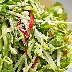 料理メニュー写真香草と青唐辛子の東北サラダ