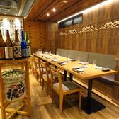 最大12名様のテーブル席。宴会や接待にご利用頂ける落ち着いたお席。