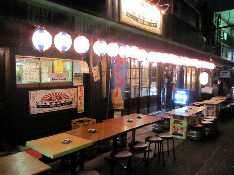 下町の雰囲気を存分に味わえる豚料理が評判の高架下の居酒屋。