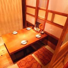 二階にある落ち着いた個室席