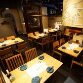 多彩なテーブルレイアウトで少人数~大人数まで幅広く対応可能なテーブル席。