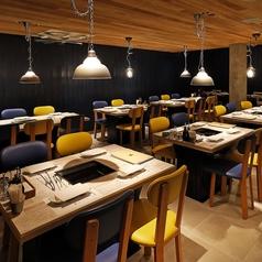 木目調で温かみのある開放感のあるお席です。2名様~4名様までご着席にてご利用が可能です。気軽なお食事会などのご利用に最適です。