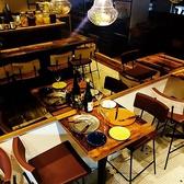 ハイテーブル席。2~3名様でご利用いただけます!背面が広くゆったり◎